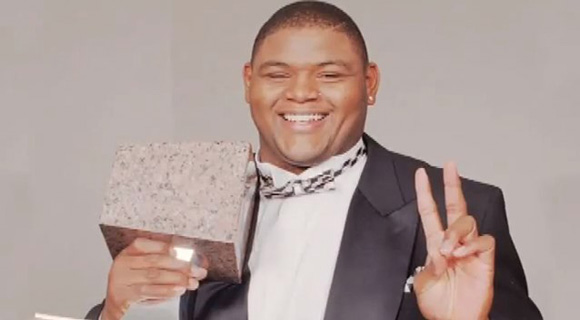 Orlando Pace posing with his 1996 Lombardi Award