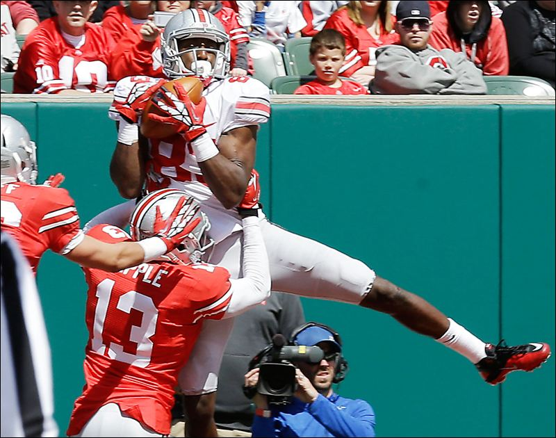 True freshman Eli Apple defends Mike Thomas during Ohio State's spring game