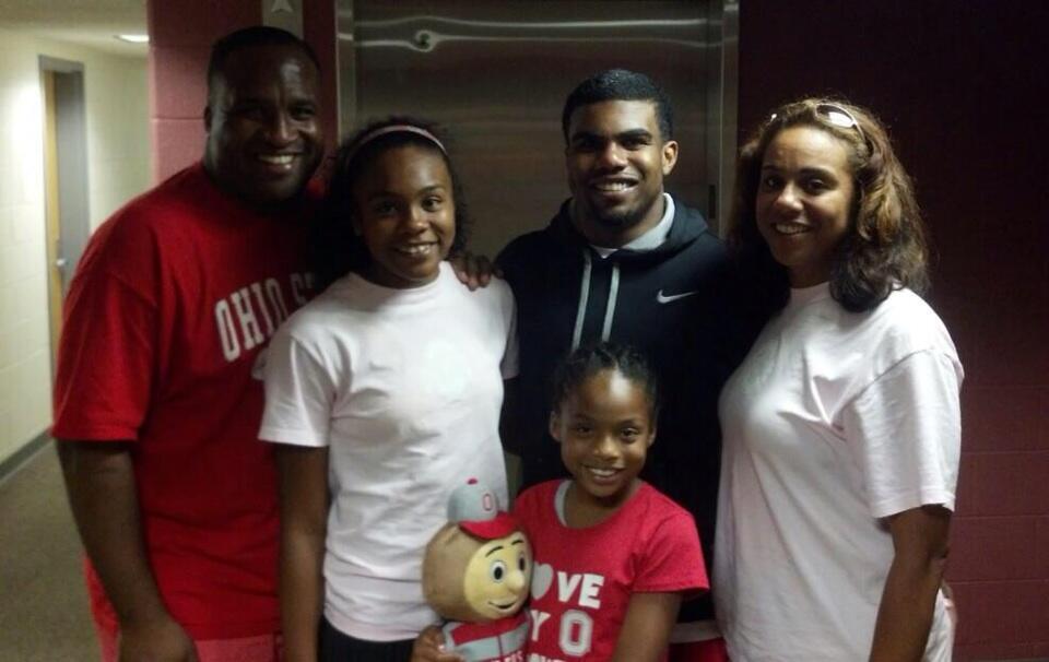 Ezekiel Elliott and family celebrate his 18th birthday