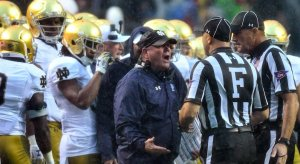 Notre Dame coach Brian Kelly whining to refs.