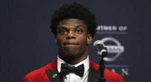 Lamar Jackson becomes Louisville's first-ever Heisman Trophy Winner