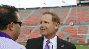 Report: Les Miles to Minnesota