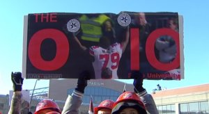 Eleven Warriors sign at College GameDay