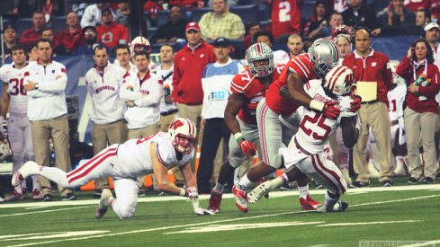 raekwon mcmillan puts melvin gordon into the turf