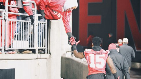 Ezekiel Elliott high-fives a fan at Ohio Stadium.