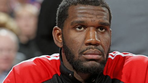 Greg Oden signs with the Jiangsu Dragons.