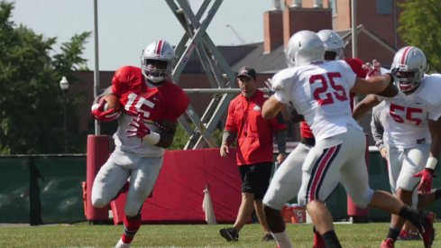 Ezekiel Elliott gets a corner at Ohio State's practice on Wednesday, 8/19.