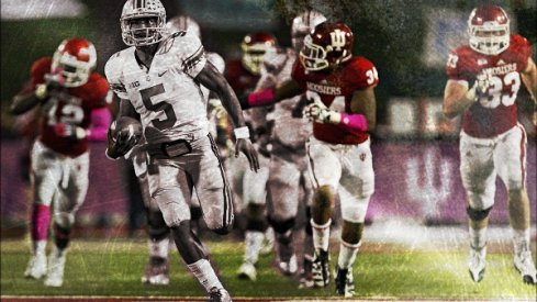 braxton miller running away from the IU defense in 2012