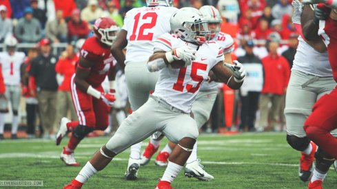 Ezekiel Elliott carries the ball.