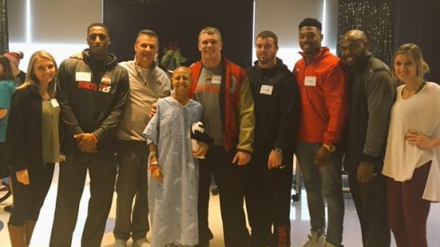 Mike Thomas, Urban Meyer, Pat Elflein, Jacoby Boren and Joshua Perry stop by Nationwide Hospital.