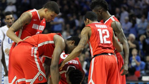 Ohio State huddles against Kentucky.