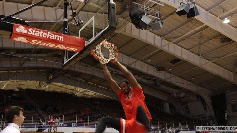 Daniel Giddens dunks in pregame warmups for Ohio State.