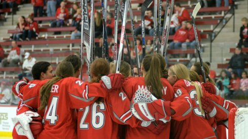 Ohio State women's hockey players huddle up before the opening faceoff.