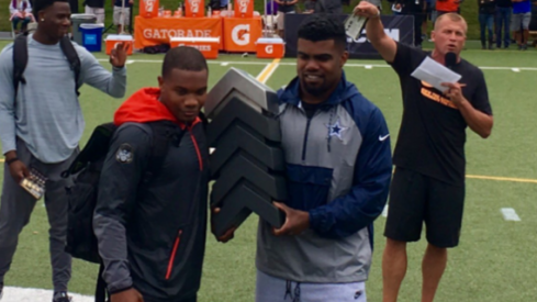 JK Dobbins holds his trophy with former Ohio State running back Ezekiel Elliott.