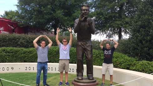 Ohio State fans form an O-H-I-O with the Nick Saban statue in Tuscaloosa
