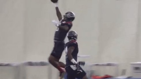 Braxton Miler makes ridiculous one-handed catch.