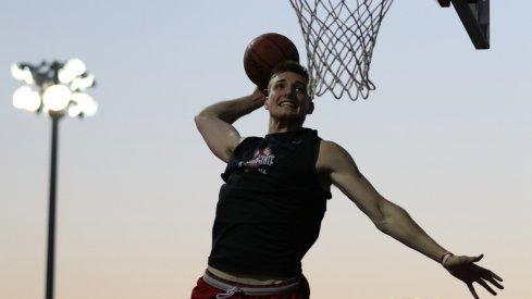 Ohio State freshman Micah Potter soars in warmups.