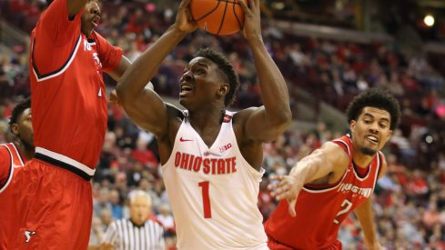 Ohio State's Jae'Sean Tate scores inside against Youngstown State.
