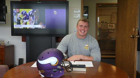 Pat Elflein signs with Minnesota Vikings