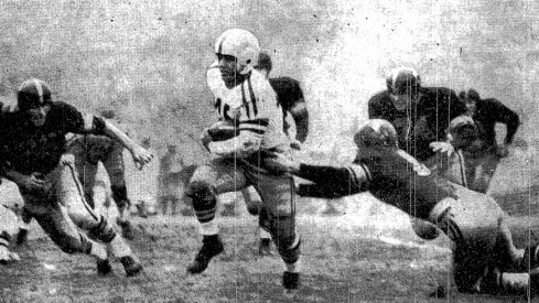 Bobby Watkins scores for Ohio State in the 1955 Rose Bowl. (AP Wirephoto, via New York Times)