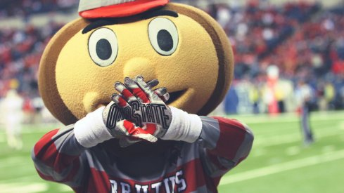 Brutus shows off the Ohio State hands.