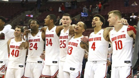 The Ohio State basketball team singing Carmen Ohio