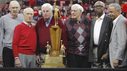 Members of Ohio State's 1960 men's basketball team, including Bob Knight