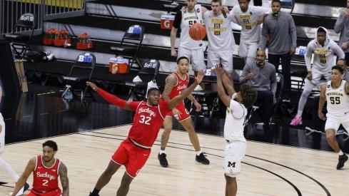 E.J. Liddell defends Mike Smith's final shot
