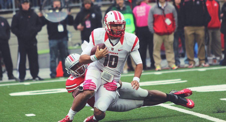 Darron Lee hauls down Rutgers' Gary Nova