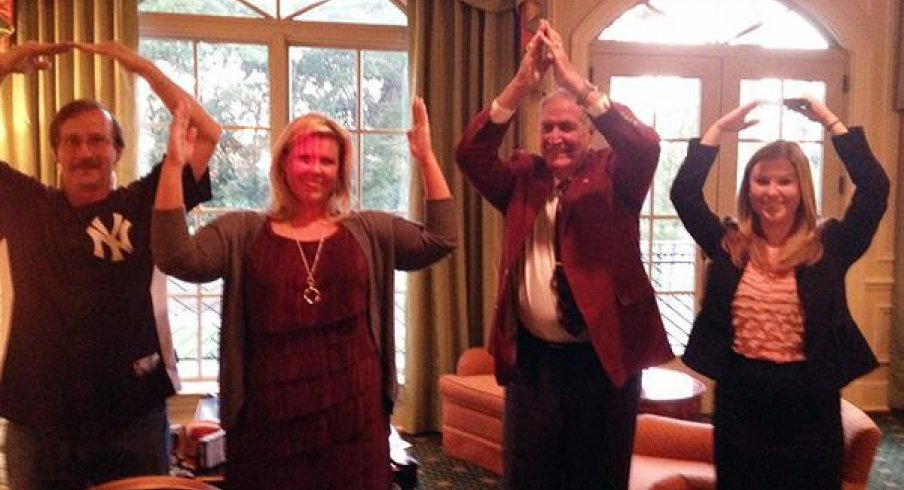 Former Alabama football coach Gene Stallings does O-H-I-O