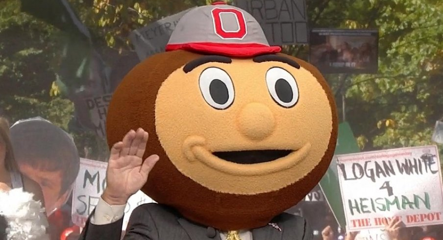 Lee Corso picks Ohio State on the set of ESPN College GameDay.