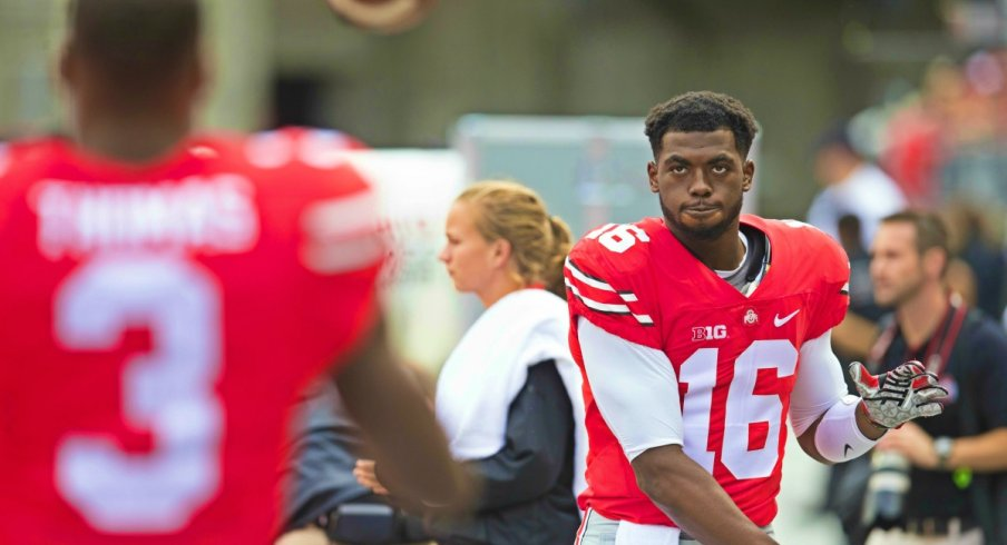J.T. Barrett warms up with Michael Thomas, 2015