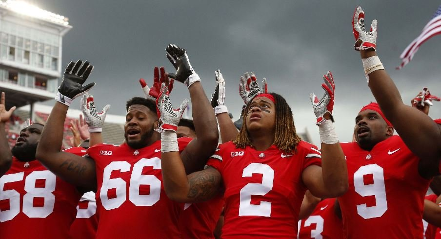 Ohio State players sing Carmen Ohio after beating Oregon State